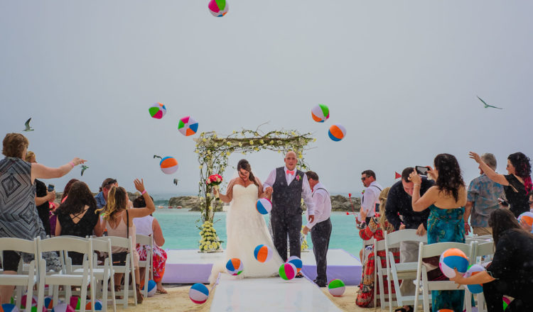 REASONS WHY A LITTLE RAIN ON YOUR WEDDING DAY ISN'T THAT BAD