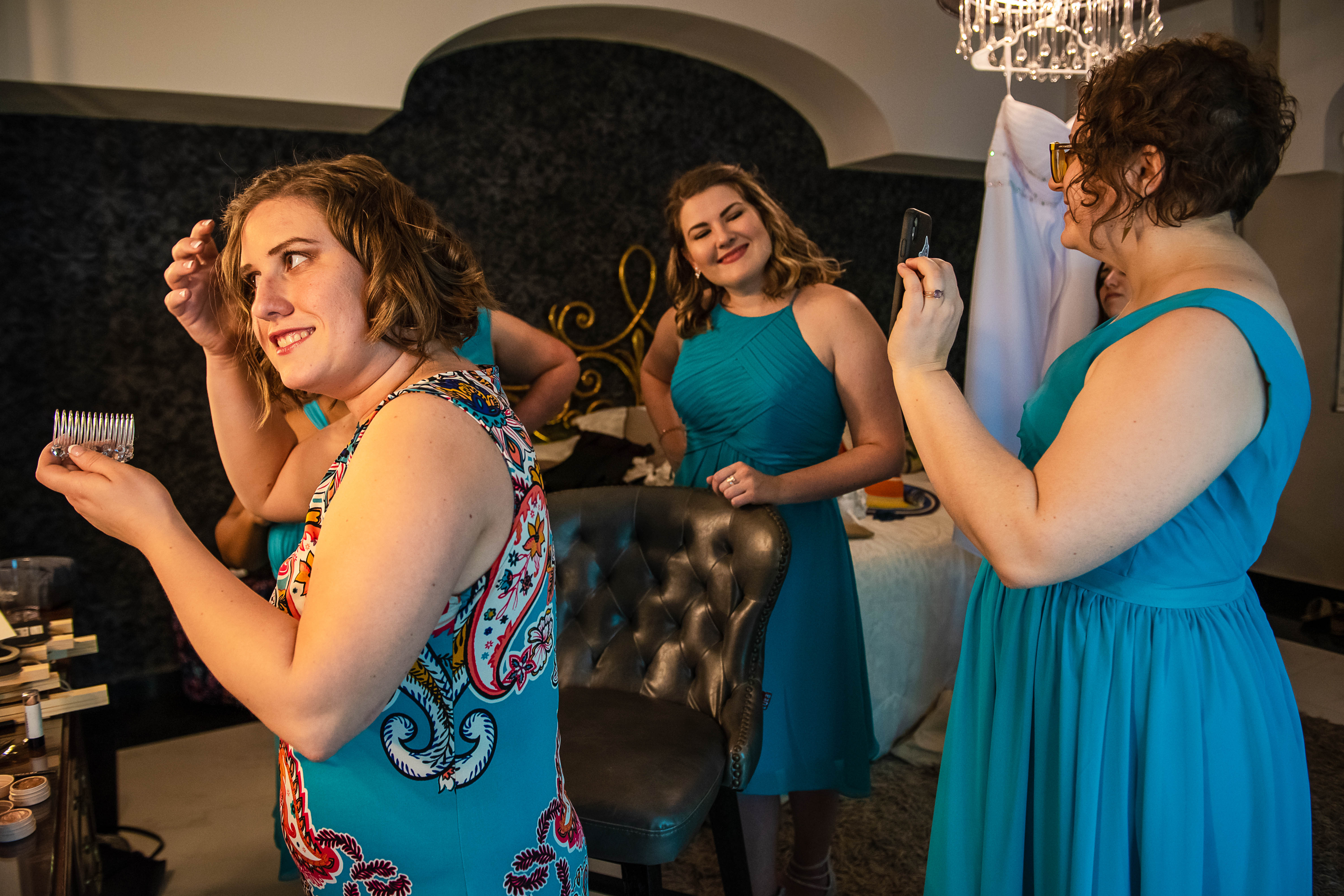 a bride during getting ready with her bridesmaids laughing and having a good time in Ocean Events Cancun