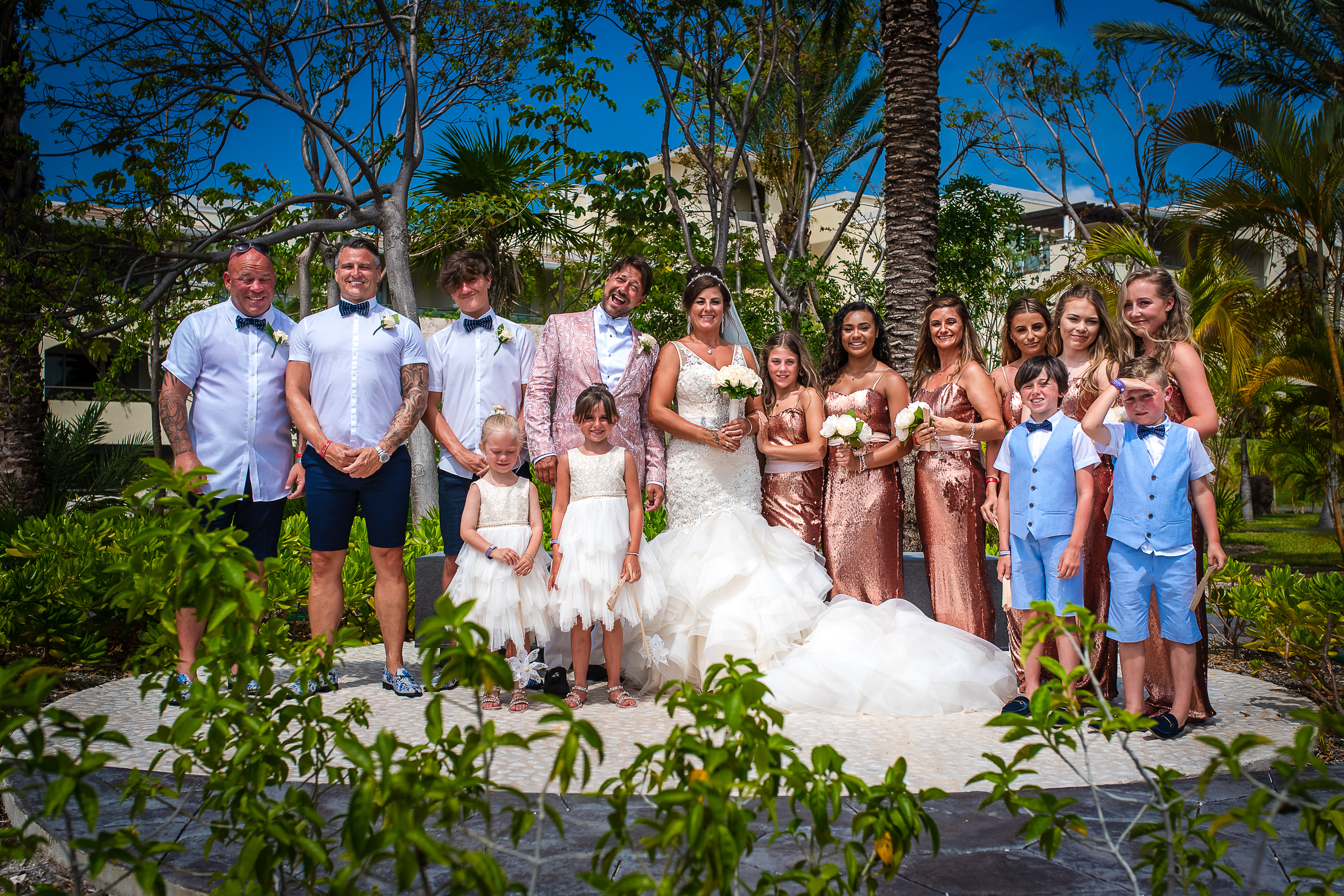 the wedding party posing for the photo with the bride and groom in the grand at moon palace resort